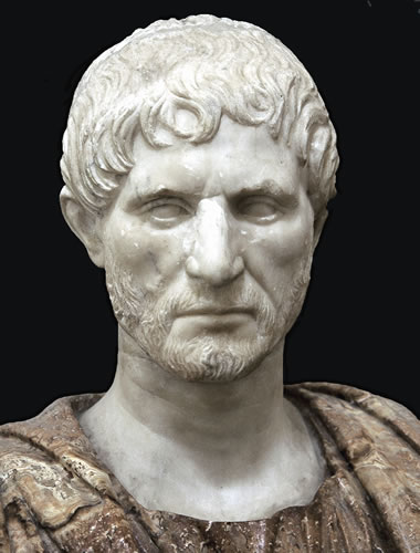 marcus brutus and julius caesar a Julius caesar - analysis of brutus: marcus brutus was a good friend to julius caesar, but not good enough he had moral values dealing with rome and its people.